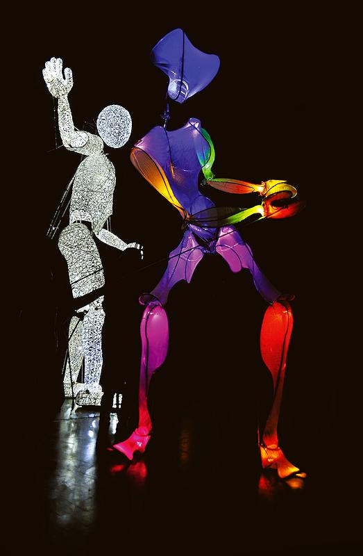 Die neue Show Puppe Bimbi tanzt mit Dundu zur Musik